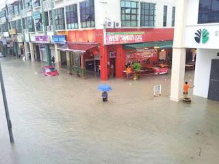 Karangan Ulasan/Pemindahan Maklumat - Banjir