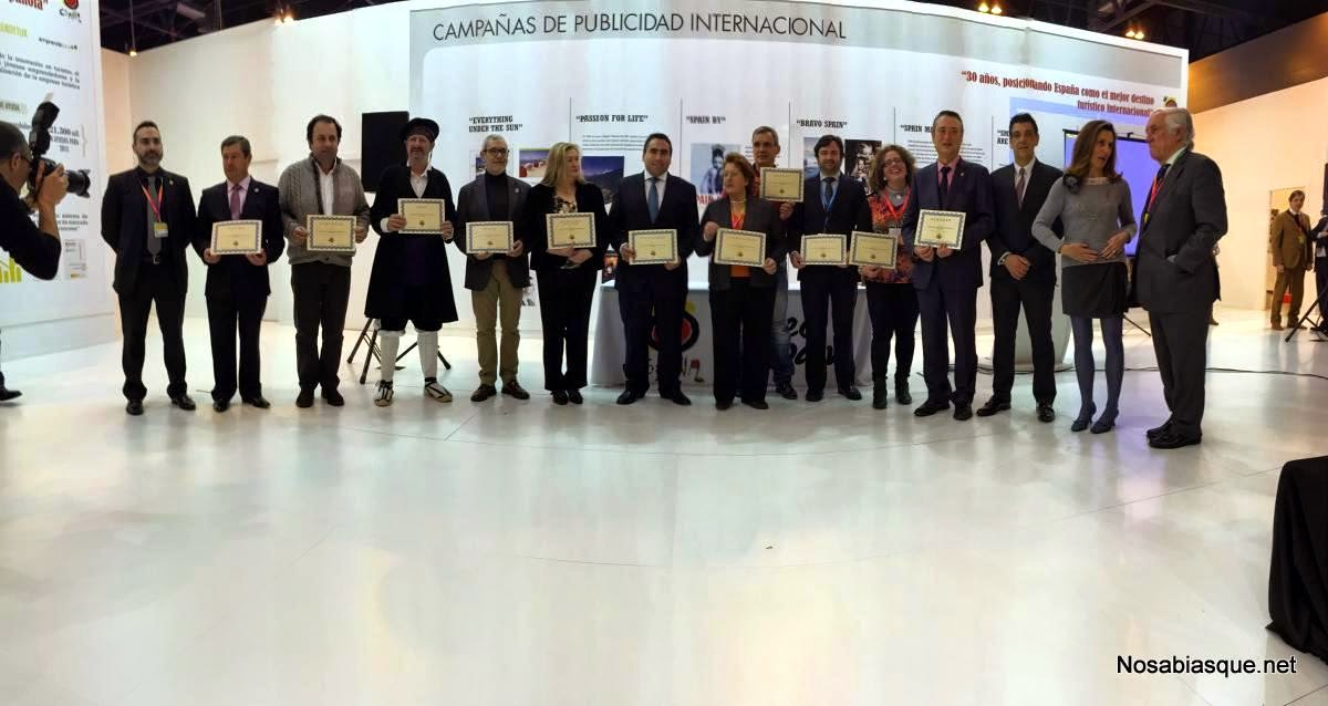 los alcaldes de los 11 nuevos pueblos con el diploma