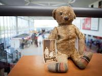 96 Tahun Ditinggalkan, Teddy Bear Temukan Pemiliknya