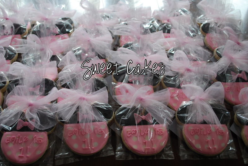 These Minnie Mouse Cookies Were Made For The Sweetest 1 Year Old Emily Grace Is Turning One With A Theme Birthday Party