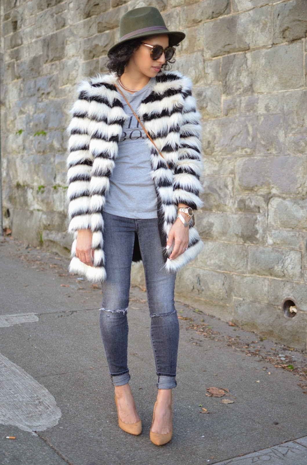 J Brand denim, grey denim, skinny denim, Donald Pliner pumps, nude pumps, how to style faux fur, how to style a fedora