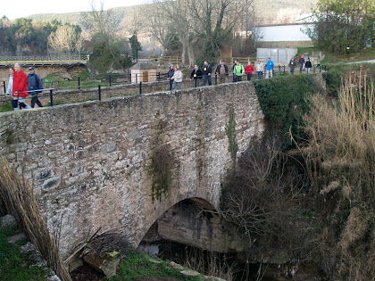 Travessant l'Aqüeducte de Santa Maria
