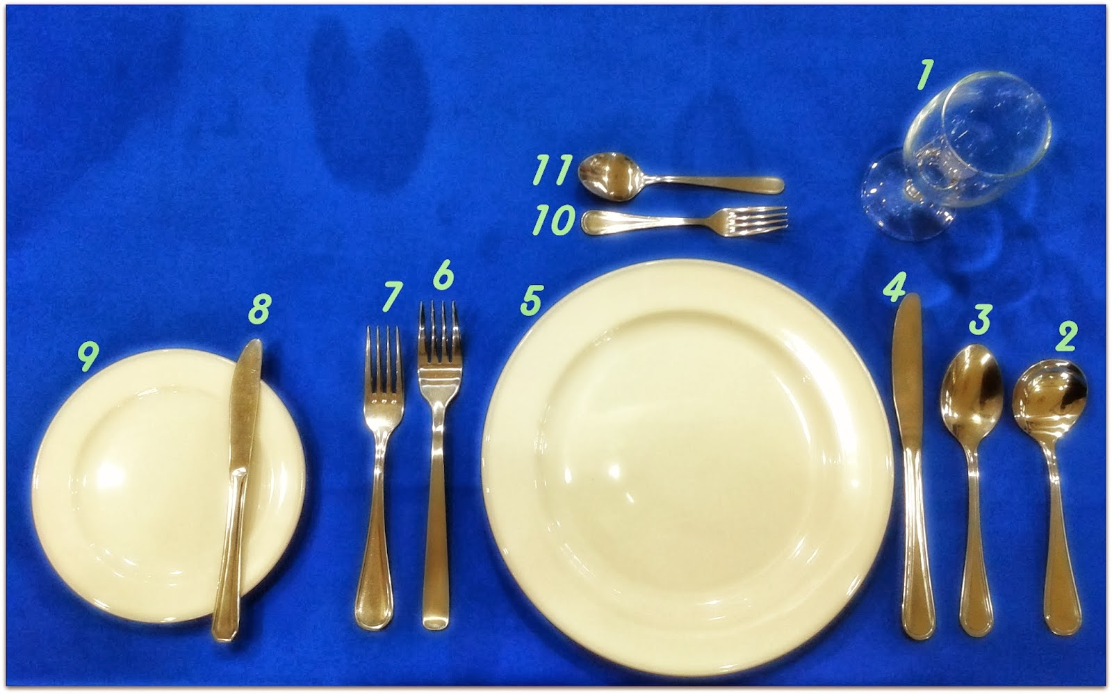 Russian Ala-carte Table Setting : Simple Sempoi Thats us! :3