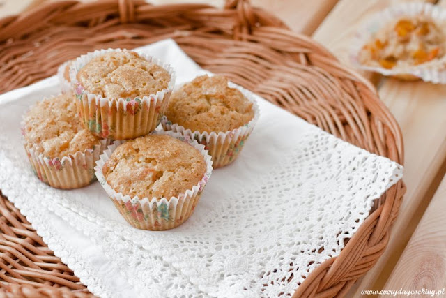 Muffinki z morelami i orzechami