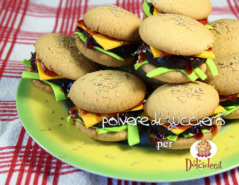 tutorial per dolcidee.it: cheeseburger dolci realizzati con biscotti e pasta di zucchero