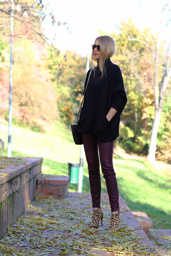 oversized cardigan, burgundy jeans, Illesteva tortoise sunglasses, leopard boots, outfit, fashion