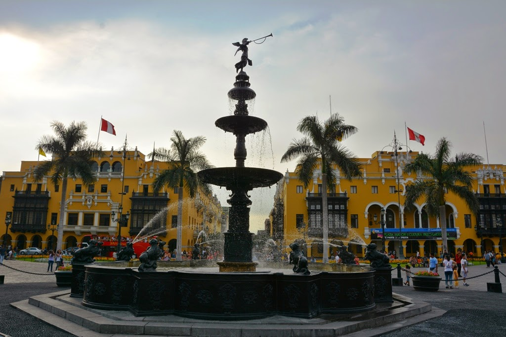 Plaza Mayor Lima fountain