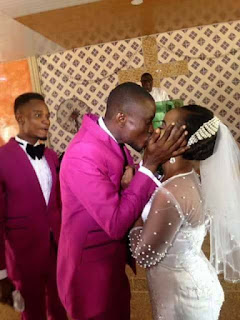 Lool.. Groom kisses his bride kungfu style