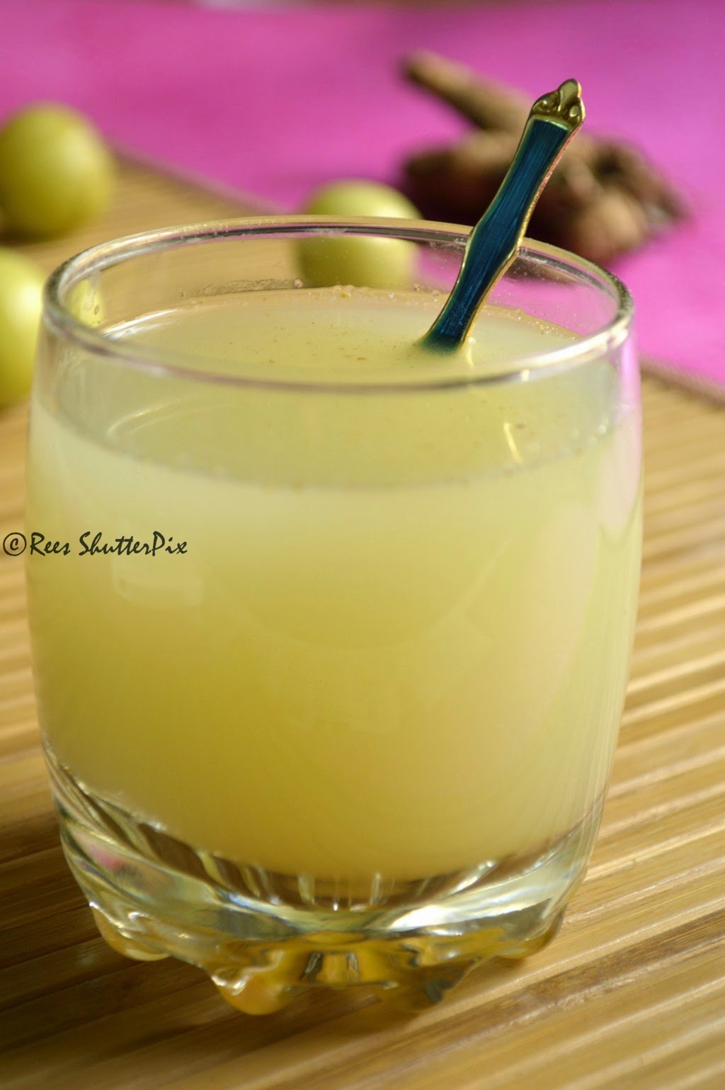 amla juice recipe, amla juice for weight loss, amla ginger detox drink recipe, amla drink recipes, easy weightloss drinks, indian gooseberry drink recipes