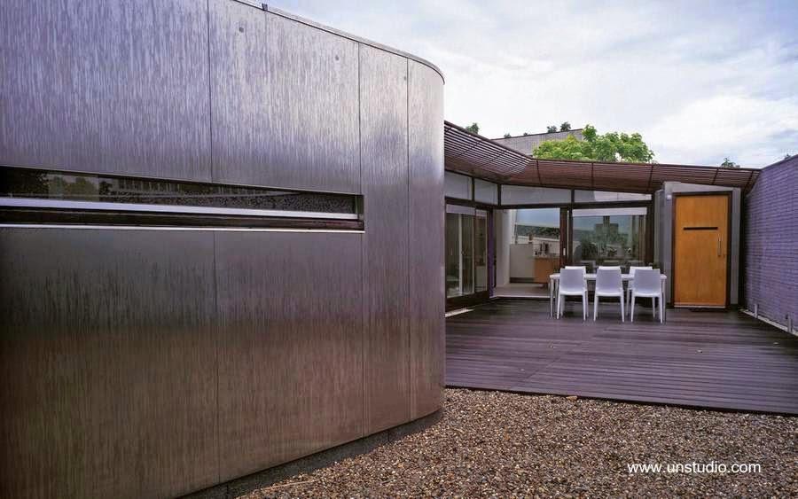 Patio exterior de una villa contemporánea en Holanda