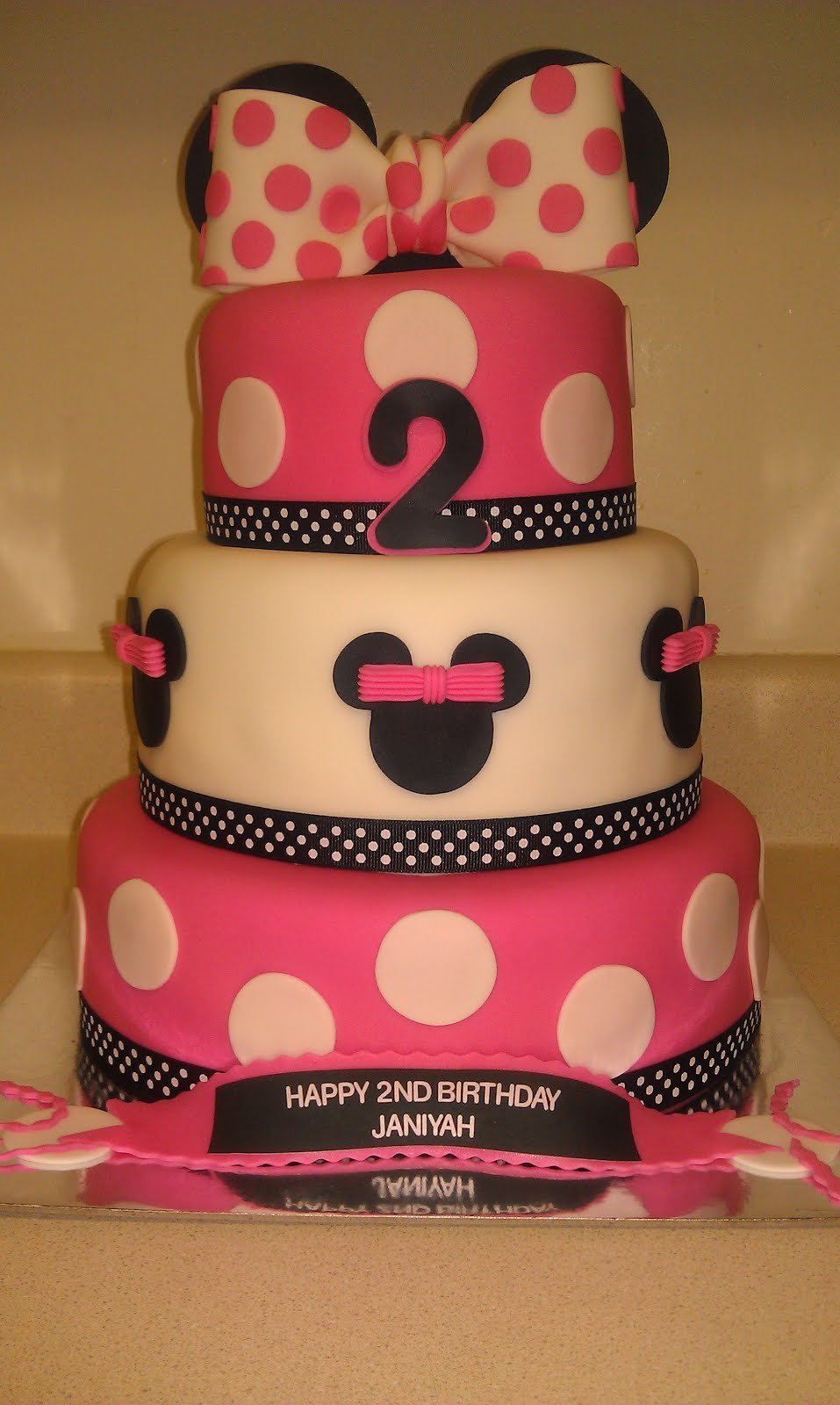 TLite Cakes and Planning Minnie Mouse 2nd Birthday Cake