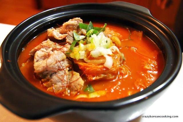 Kimchi Stew (Kimchi jjigae) 김치찌개