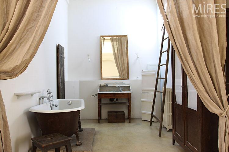 The new victorian ruralist salle de bain - Salle de bain style retro ...