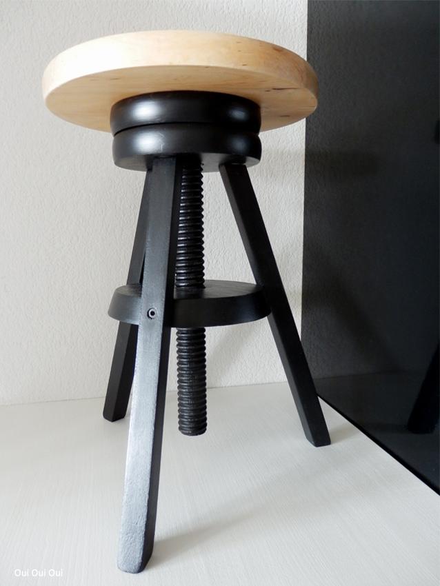 oui oui oui studio tabouret vis bis. Black Bedroom Furniture Sets. Home Design Ideas