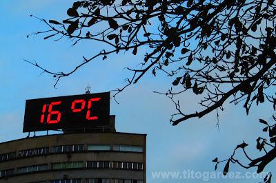 Termômetro em cima de prédio da ilha Porchat, em São Vicente