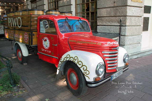 city-break-krakow-old-car