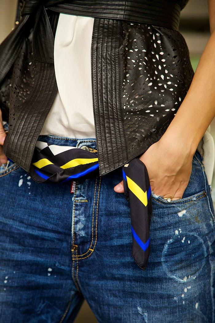 foulard indossato come cintura