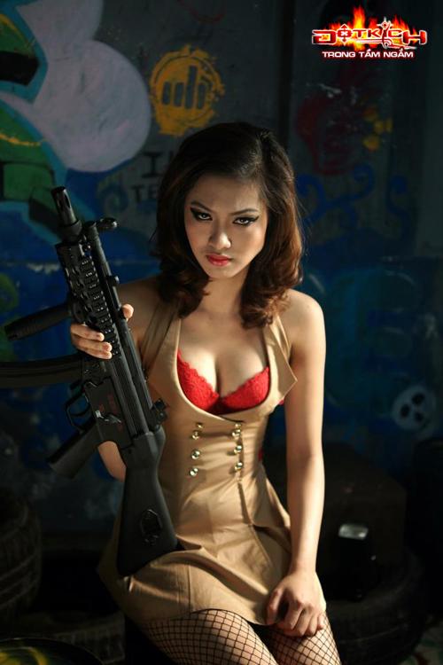 Cosplay game đột kích - girl xinh sexy bên...súng