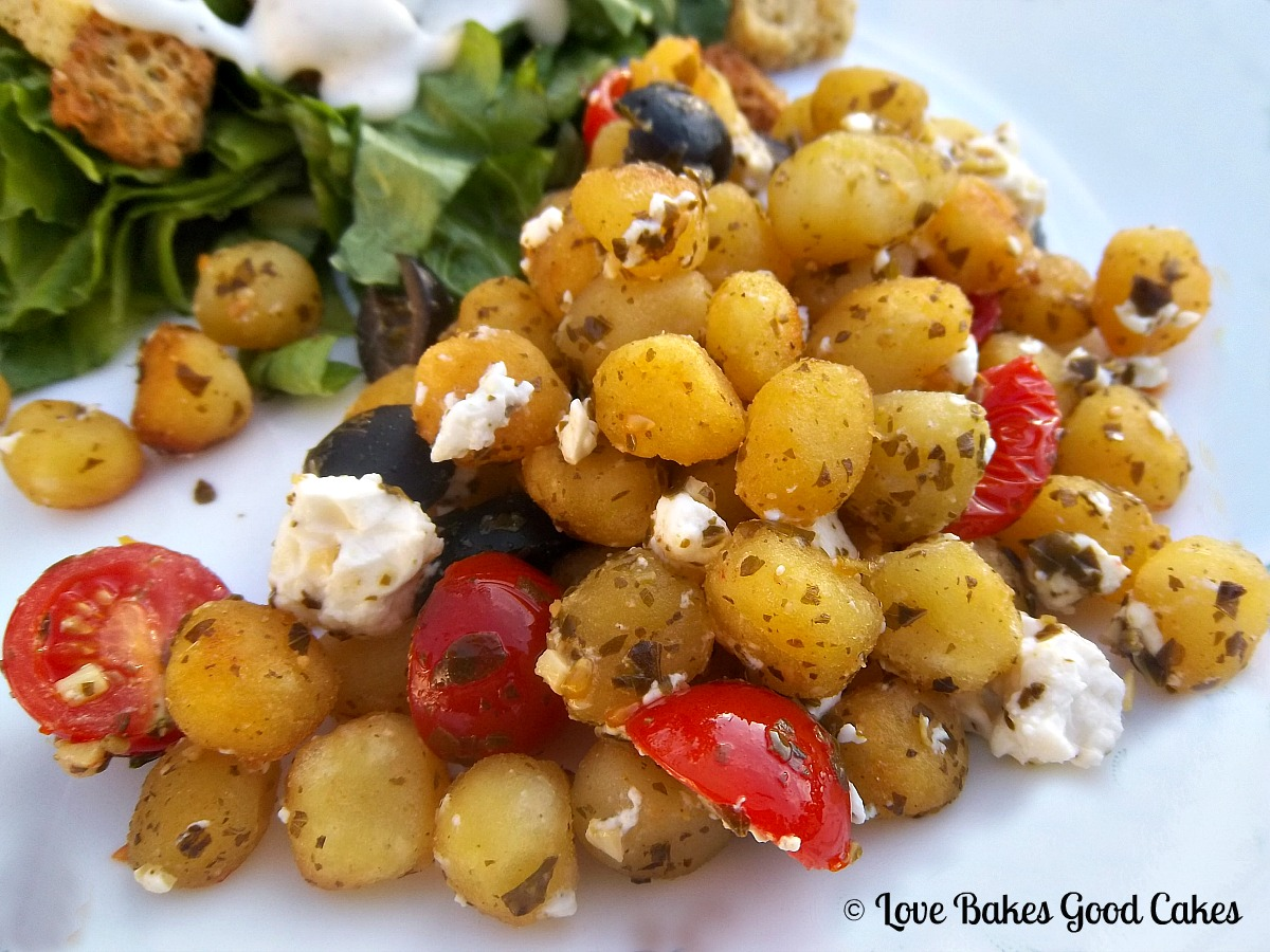 Crispy Pesto Gnocchi with Tomatoes, Black Olives and Feta Cheese ...