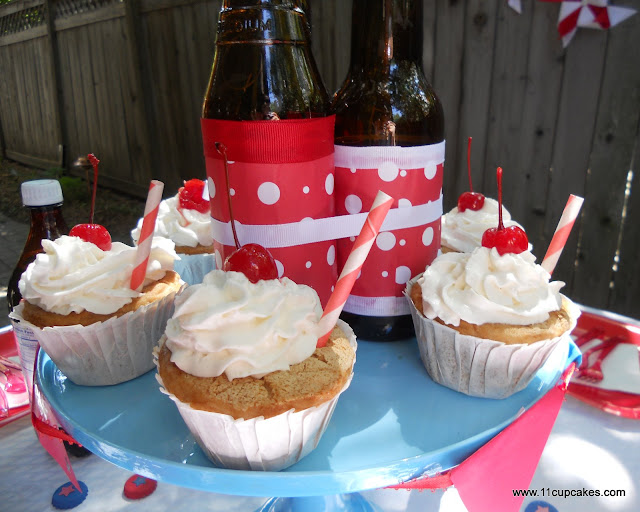 4th of July Red, White, & Root Beer: Cupcakes