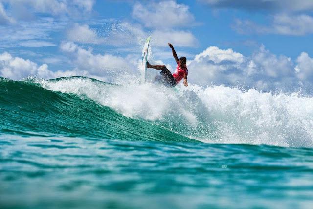 64 Quiksilver Pro Gold Coast 2015 Adriano de Souza Foto WSL Kelly Cestari