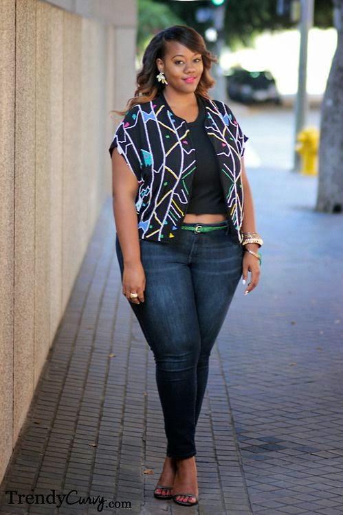 Moda plus size - moda tamanhos grandes top crop e calças de ganga