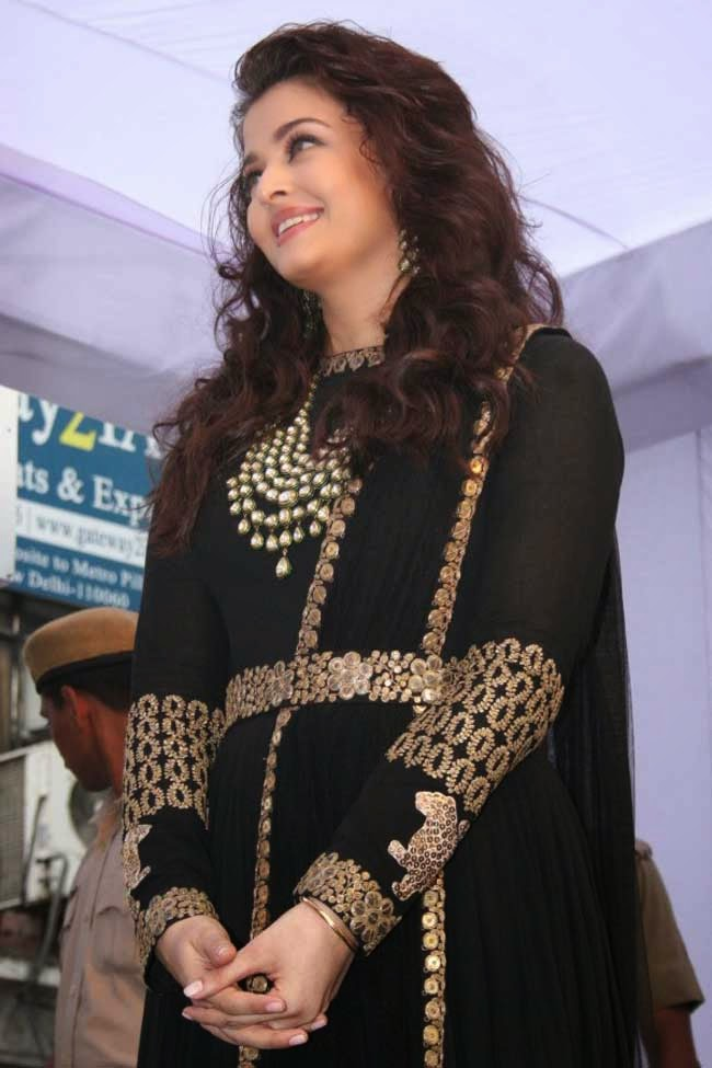 Aishwarya Rai in Designer Black Floor Length Anarkali
