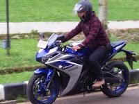 Mencoba Garangnya Performa Motor Sport Yamaha R25 ABS