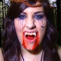 chica con maquillaje vampira de victoria frances