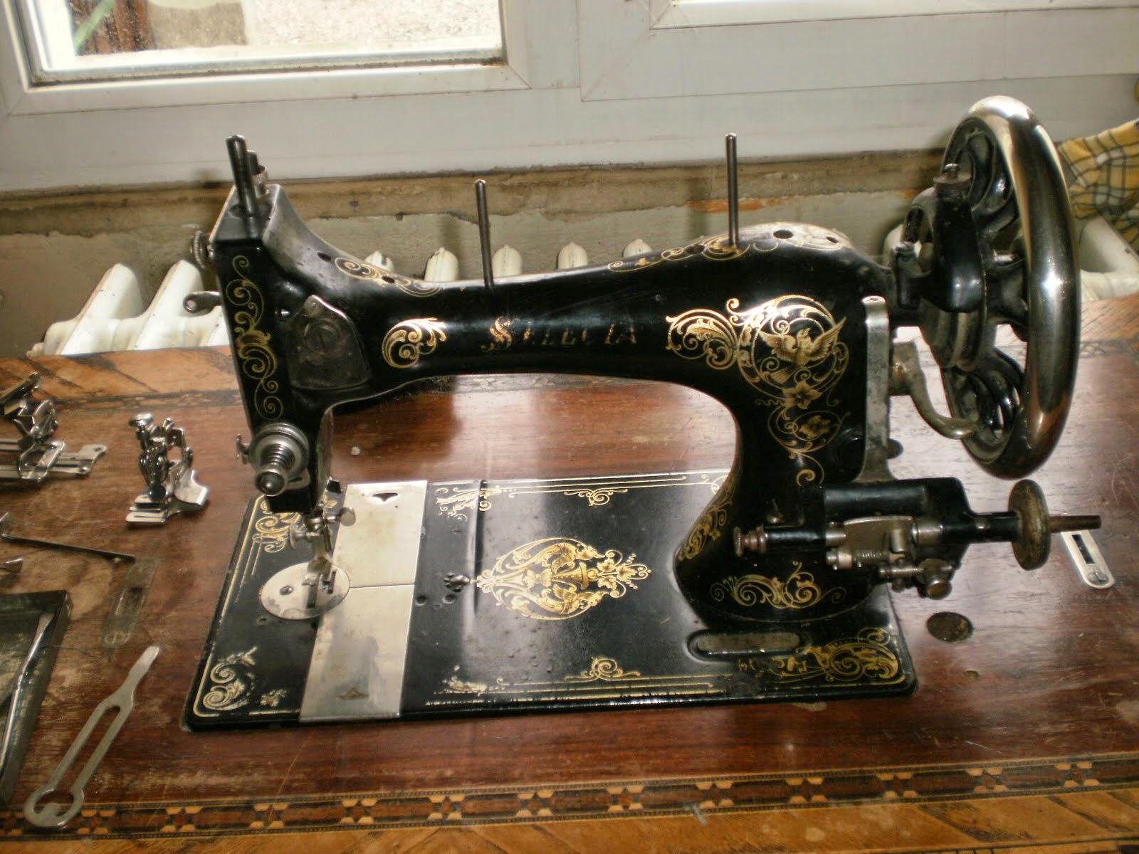 attractive vieille machine a coudre 14 la machine avant restauration on voit bien lu0027usure. Black Bedroom Furniture Sets. Home Design Ideas