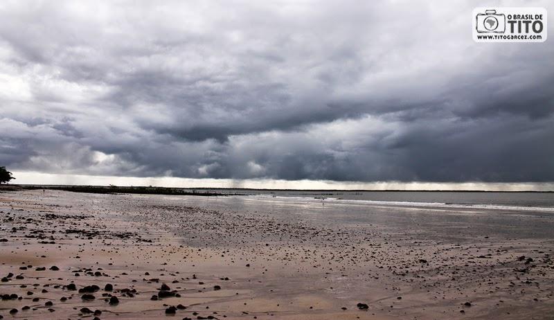 Praia da Caixa d'água, em frente à vila do Algodoal, na ilha de Maiandeua, no Pará