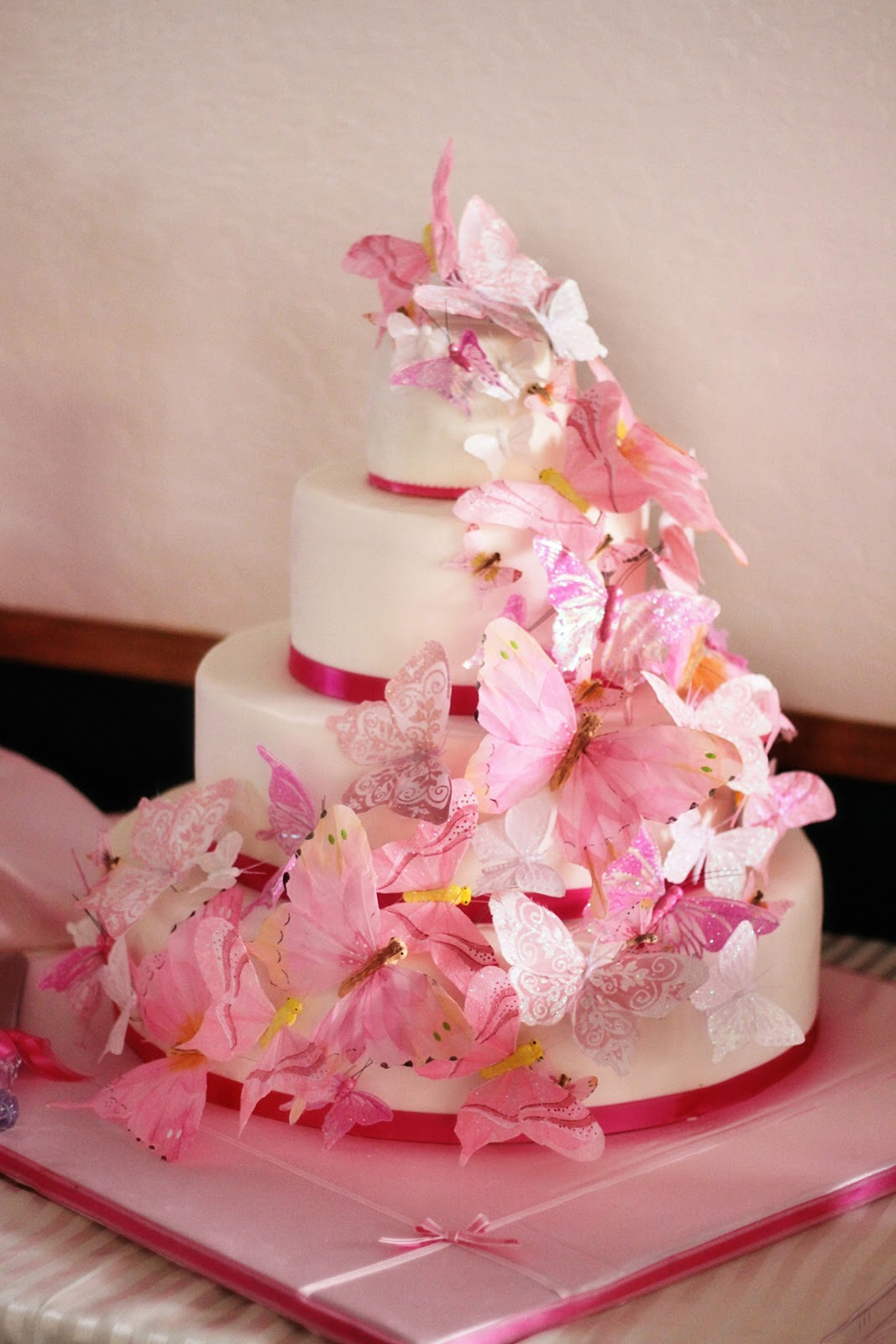 Cake Decoration Butterfly : Wedding Cakes Pictures: Butterfly Wedding Cake Decorations ...