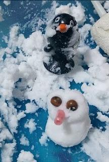 Brincadeiras com neve a fingir