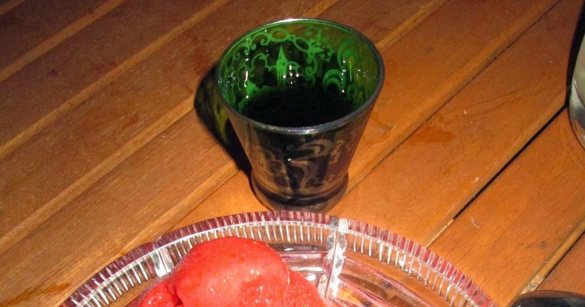hamburg kocht erdbeer sorbet mit schlehen gin. Black Bedroom Furniture Sets. Home Design Ideas