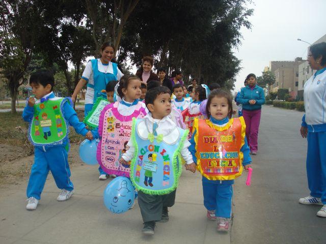 Institución Educativa Privada San Eulogio: Con un pasacalle nuestros