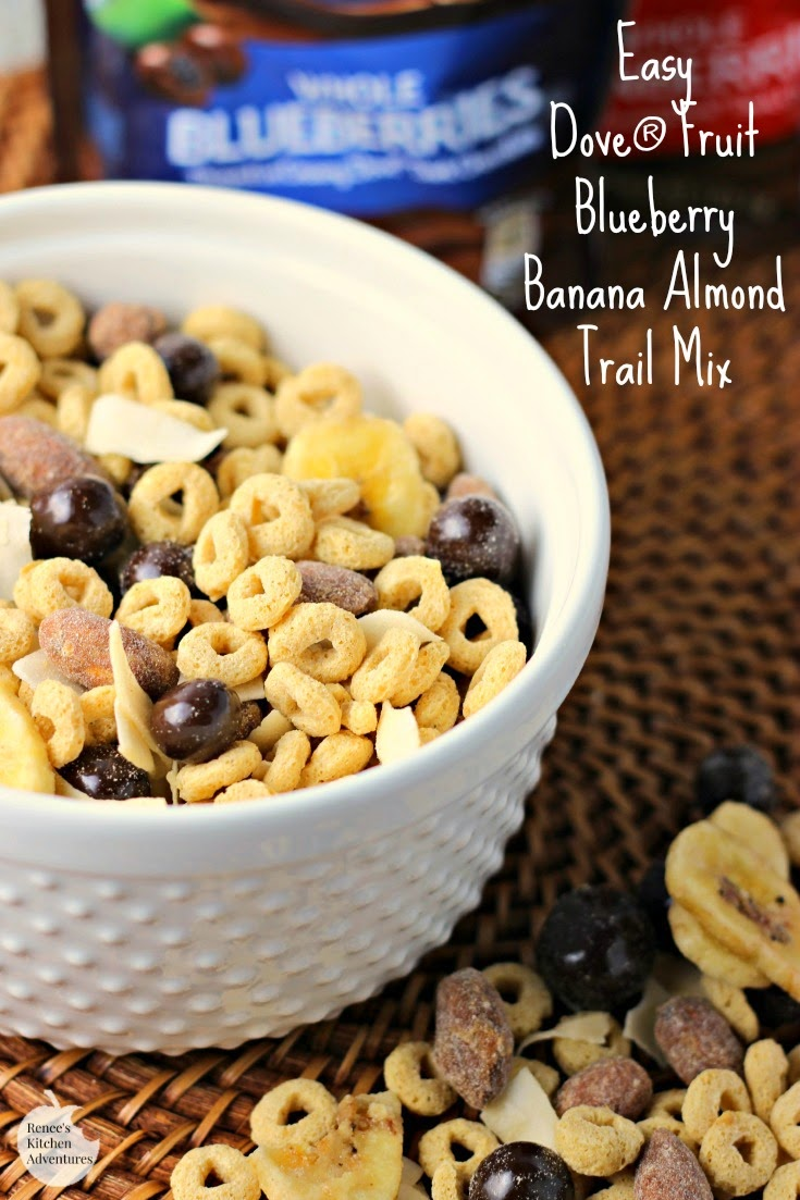 Easy Dove® Fruit Blueberry Banana Almond Trail Mix | Renee's Kitchen Adventures: Super easy wholesome trail mix that keeps you satisfied between meals! #LoveDoveFruits #ad