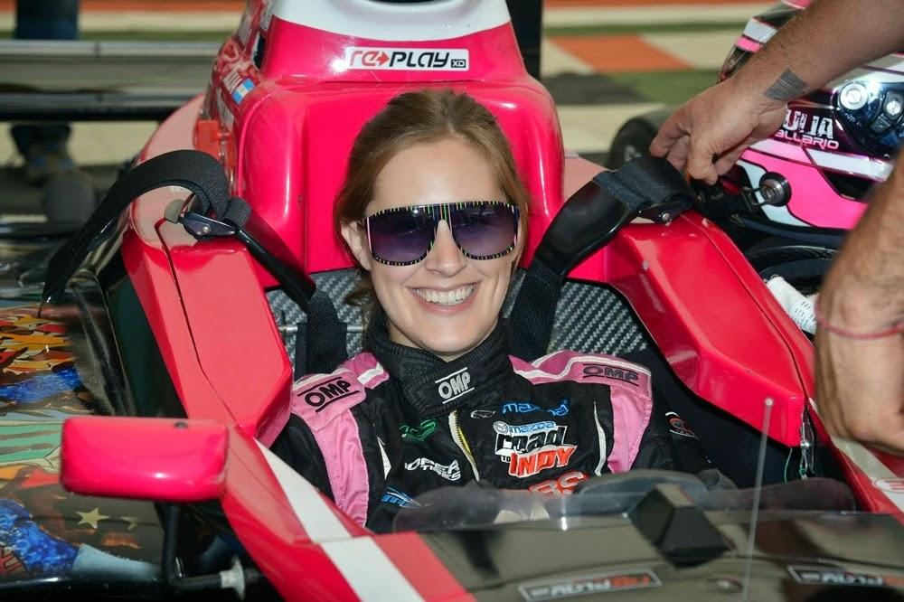 "<img src=""BallarioIndianapolis.jpg"" alt=""Julia Ballario Juncos Racing Pro Mazda Indianapolis"" title=""Julia Ballario, Indianápolis"" />"
