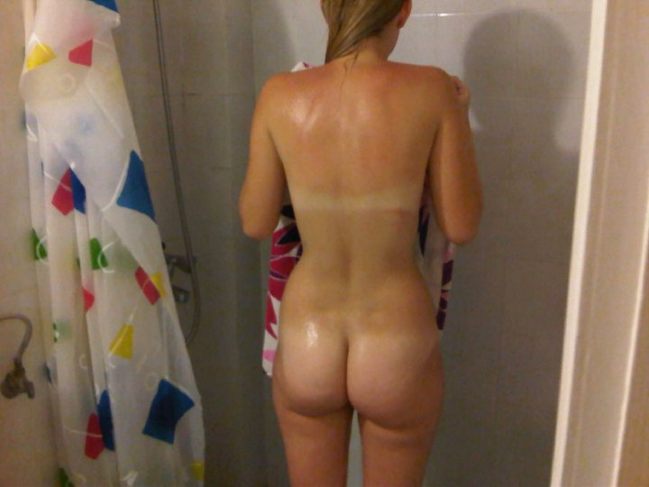 Girls naked in shower candids