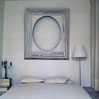 Habitación iluminada con blanco