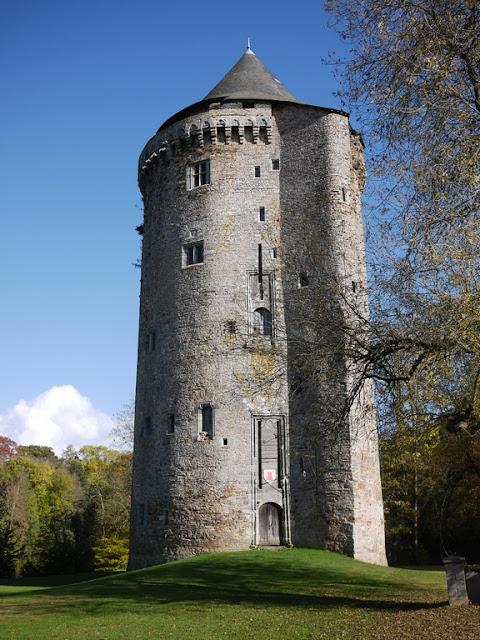La Tour duguesclin est dans le parc du Grand Fougeray (35)