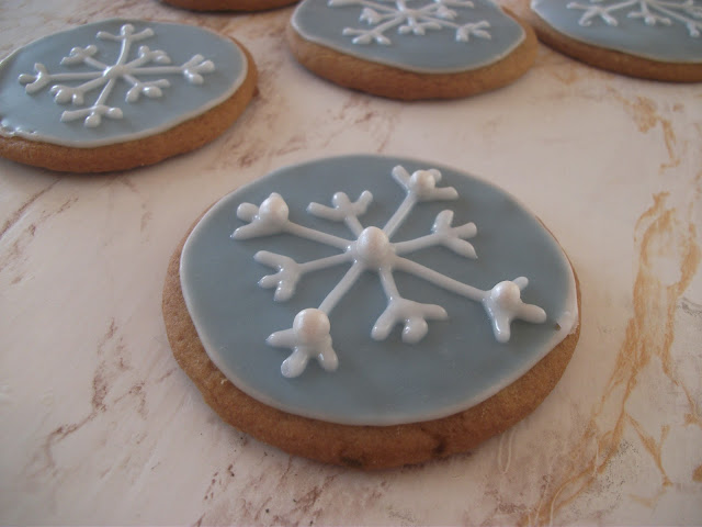 Royal Icing Snowflake Tutorial