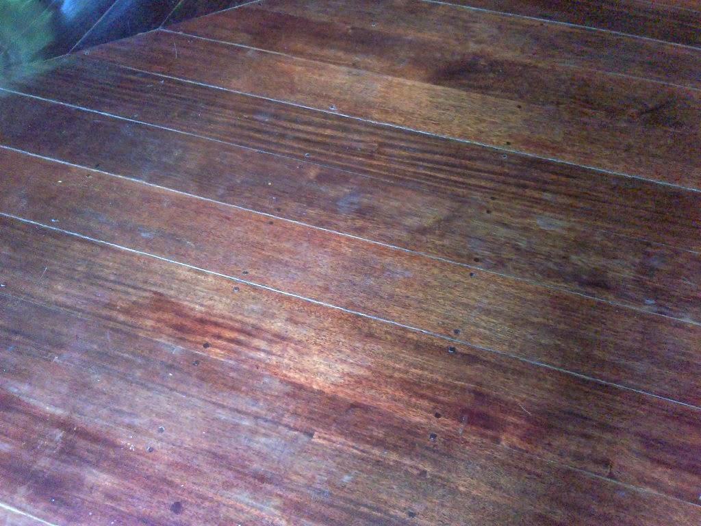 lantai kayu floor parquet rusak bernoda yang akan diservis lantai kayu ...