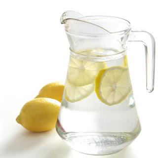 http://1.bp.blogspot.com/-Wsl7WUYl3m4/USzxp9pWdAI/AAAAAAAAASc/pY9FElvUjy8/s1600/lemon+water.jpg