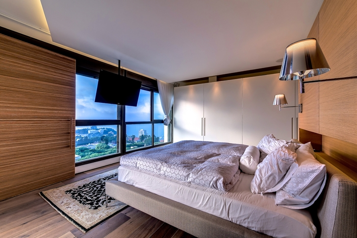 Bedroom in Penthouse apartment in Haifa by Alex Menashe