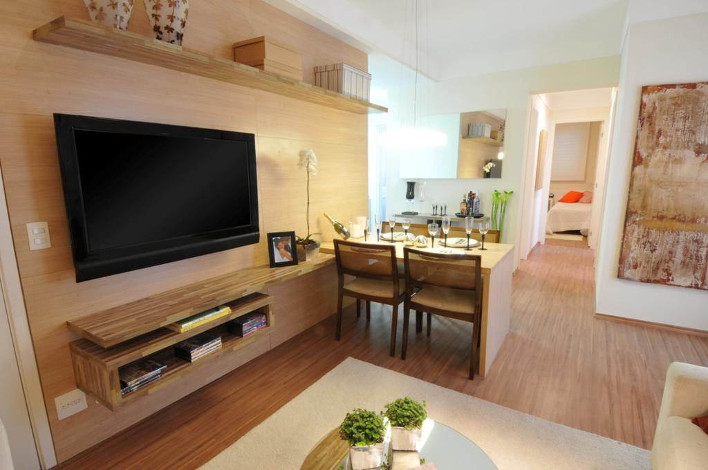 decoracao interiores ambientes pequenos : decoracao interiores ambientes pequenos:Ocupando toda a parede, o painel de madeira ainda recebeu a mesa de