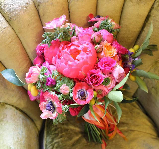 Букеты из пионов и других цветов фото