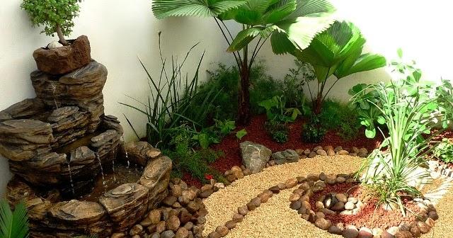 Dise o de un jard n muy peque o con fuente piedras y for Disenos jardines para patios pequenos