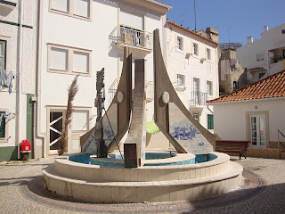 Beautiful Monument honoring Nazaré Woman photo