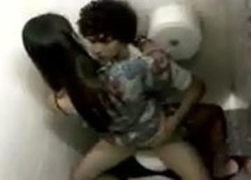 Caiu Na Novinha Fazendo Seo No Banheiro