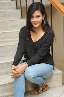 Hebah Patel glamorous Pictures in black 015.jpg